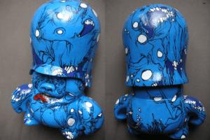 customization du toy c215 par l'artiste Teddy Ros posca et acrylique représentant des montres
