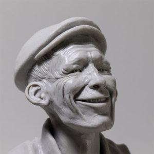 """photo de détails de la sculpture """"mr smile"""" 2018 tirage résine polyuréthane sans patine, réaliser et sculpter par l'artiste Teddy Ros en plastiline"""