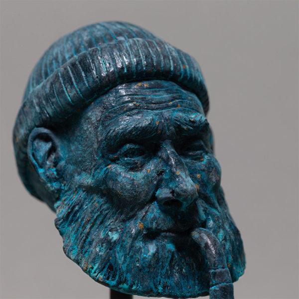 """photo de la sculpture """"le pêcheur"""" 2018 résine polyuréthane patine bronze bleu, réaliser par l'artiste Teddy Ros en pâte polymère"""