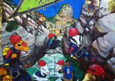 """""""expediciones"""" fresque murale 2015, acrylique, posca et spray can sur mur 7m x 4m représentant des animaux en train de faire du canyoning"""