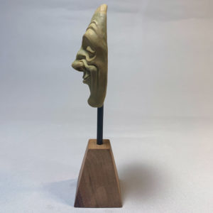 """photo de la sculpture """"masque 01"""" 2019 l'original pâte polymère sculpter par Teddy Ros"""