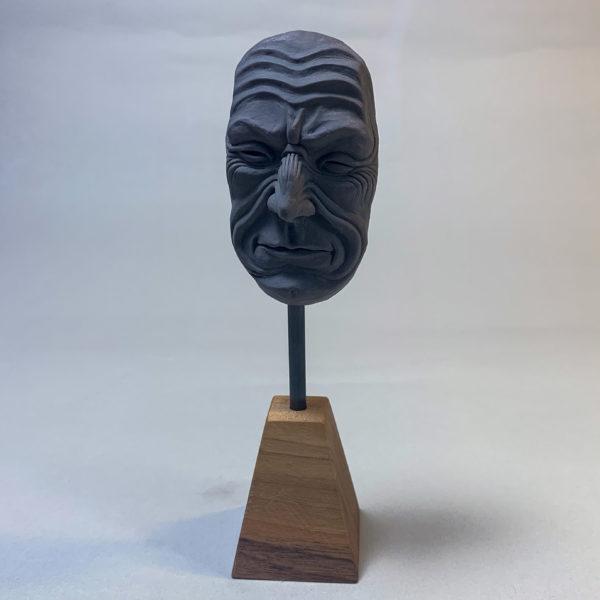 """photo de la sculpture """"masque 02"""" 2019 l'original pâte polymère sculpter par Teddy Ros"""