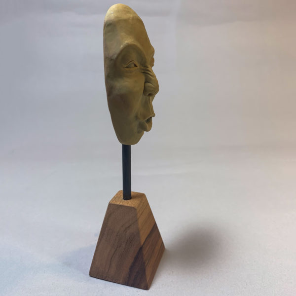 "photo de la sculpture ""masque 04"" 2019 l'original pâte polymère sculpter par Teddy Ros"