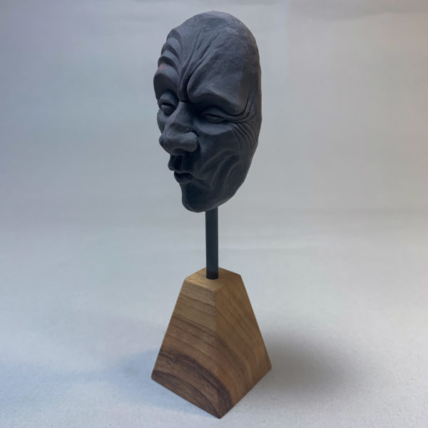 "photo de la sculpture ""masque 03"" 2019 l'original pâte polymère sculpter par Teddy Ros"