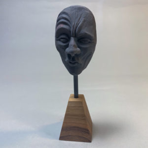 """photo de la sculpture """"masque 03"""" 2019 l'original pâte polymère sculpter par Teddy Ros"""