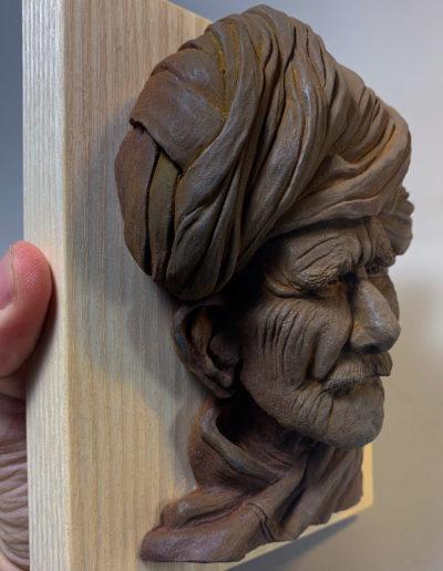 """photo de la sculpture """"Mr moustache"""" 2019, supersculpley réaliser par l'artiste Teddy Ros avec patine oxydation socle bois de chêne"""
